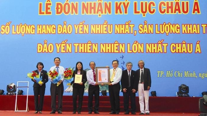 Yến sào Khánh Hòa: Tỏa sáng Thương Hiệu Việt uy tín vì sức khỏe cộng đồng